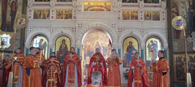 В день Преполовения Пятидесятницы в приходе храма прошел престольный праздник